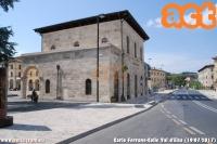 stazione di Colle Val d'Elsa, appartenuta alla ferrovia Poggibonsi S. Gimignano - Colle Val D'Elsa, chiusa al traffico nel 1987 e trasformata, con poca lungimiranza, in pista ciclabile nel 2011. La stazione ora ospita una farmacia. (19-07-'17)