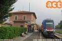 Regionale 6909 proveniente da Siena, in attesa di ripartire come 6868 alla volta di Empoli nella stazione di Buonconvento, lungo la linea Siena-Grosseto. foto Jacopo Stocco. (07-08-'18)