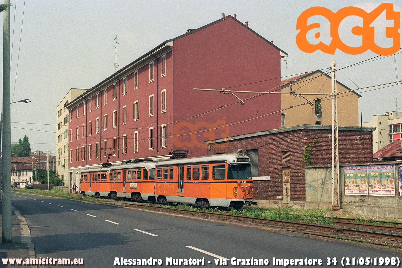 841-806-842 -bloccato ATM- in via Graziano Imperatore 34 a Milano, sulla linea di Desio, il 21 maggio 1998 - Foto Alessandro Muratori