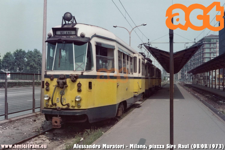 Convoglio bloccato ATM, con 551-510-552, della tranvia extraurbana Milano-Vimercate, al capolinea di piazza Sire Raul. 8 agosto 1973 Foto Alessandro Muratori