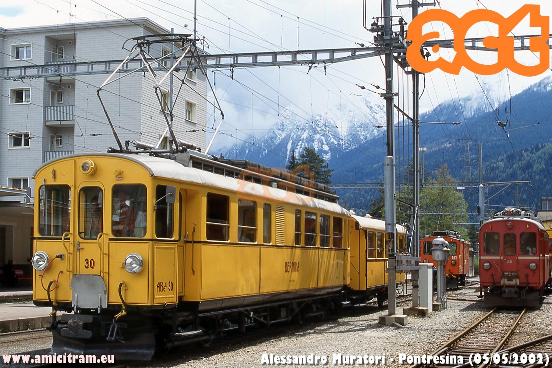 Treno Speciale ACT sulla linea del Bernina, con elettromotrice ABe4 30 e carrozza C 104 della Ferrovia Retica, nella stazione di Pontresina. A fianco l'elettromotrice 35 rossa. 5 maggio 2002 Foto Alessandro Muratori