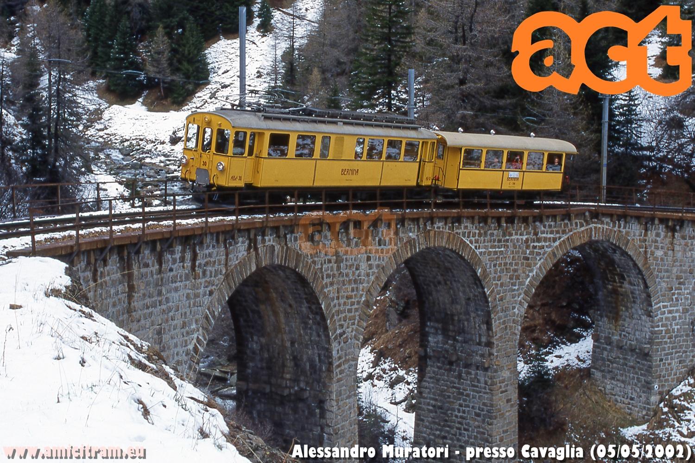 Treno Speciale ACT sul Bernina, con elettromotrice ABe4 30 e carrozza C 104 della Ferrovia Retica, sul primo tornante oltre Cavaglia in direzione Alp Grüm, al viadotto sull'Acqua da Pila. 5 maggio 2002 Foto Alessandro Muratori